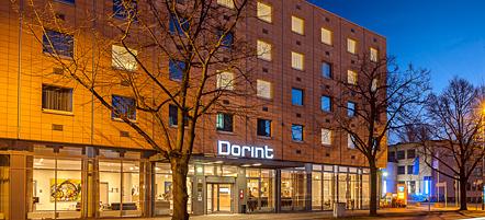 Hotel Dorint Adlershof Berlin: Aussenansicht nachts. Copyright: Neue Dorint GmbH